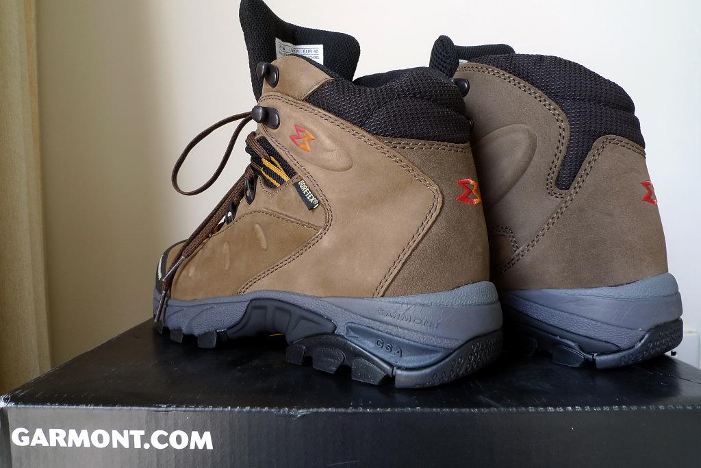 建议上网上看看登山鞋鞋带的系法,这里面很多学问的.图片
