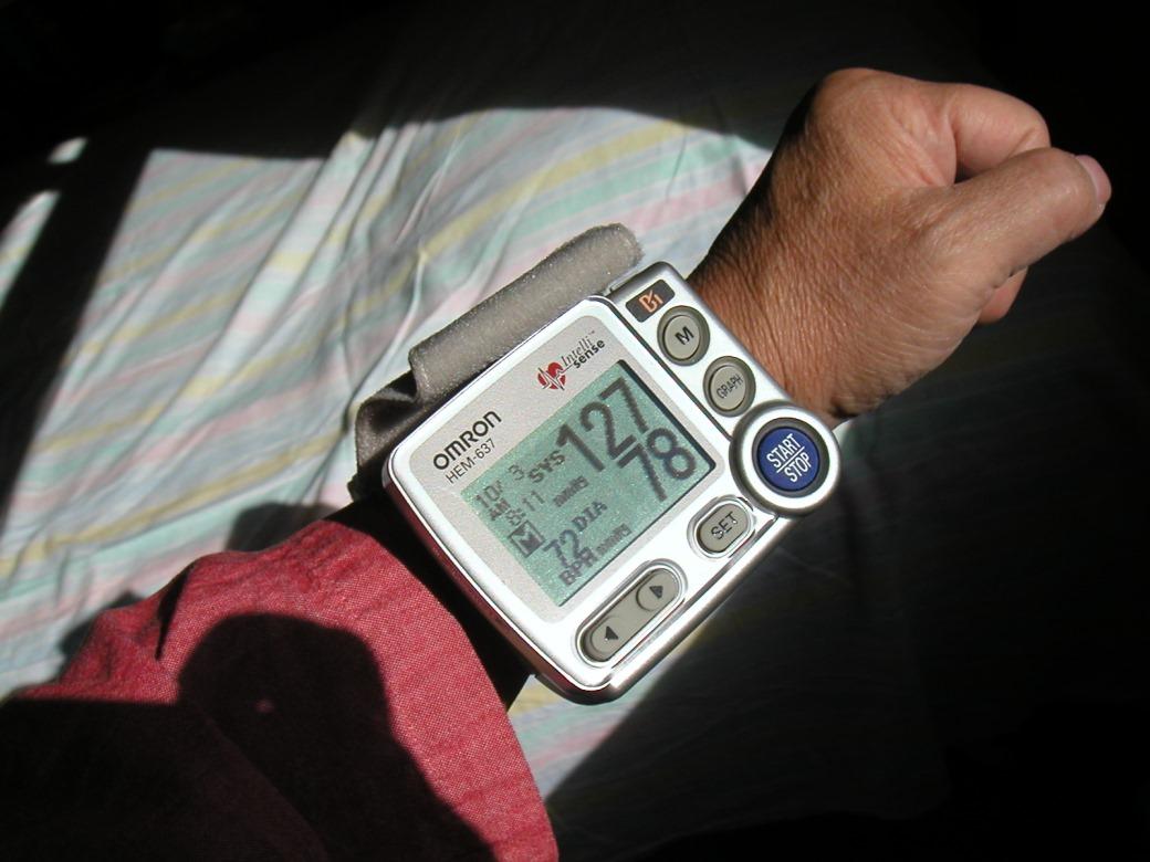 我的手腕式的血压计和我家庭医生的多次比较过,医生说是准确的.图片