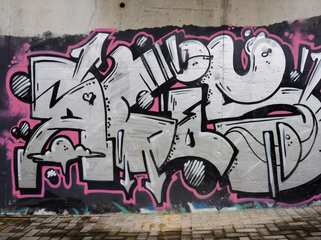 lix2ng   时间: 2014-9-2 12:54   立体字母造型是涂鸦图片