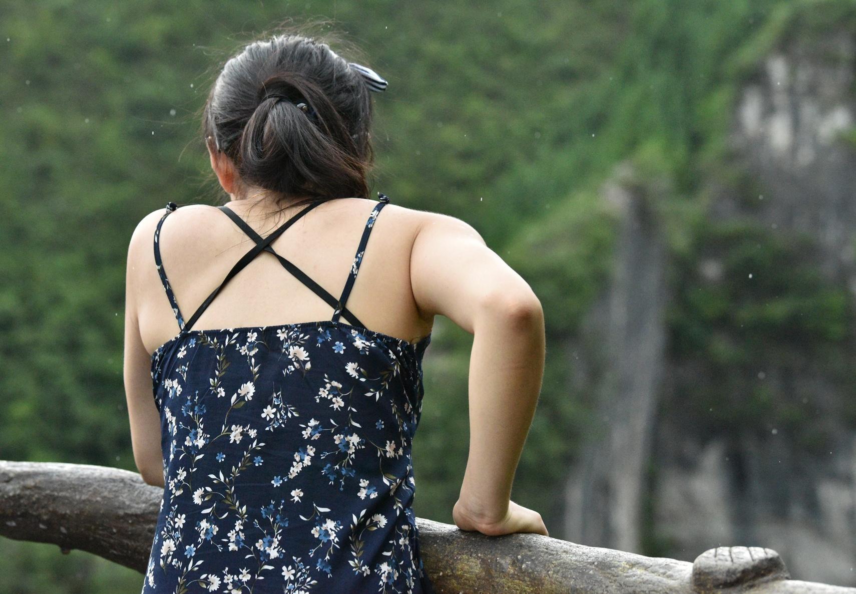 看风景的人在看她的背影[原创]