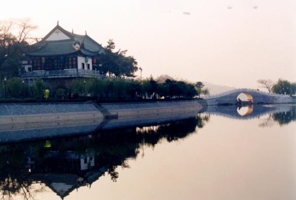 武汉东湖风景黑白图片