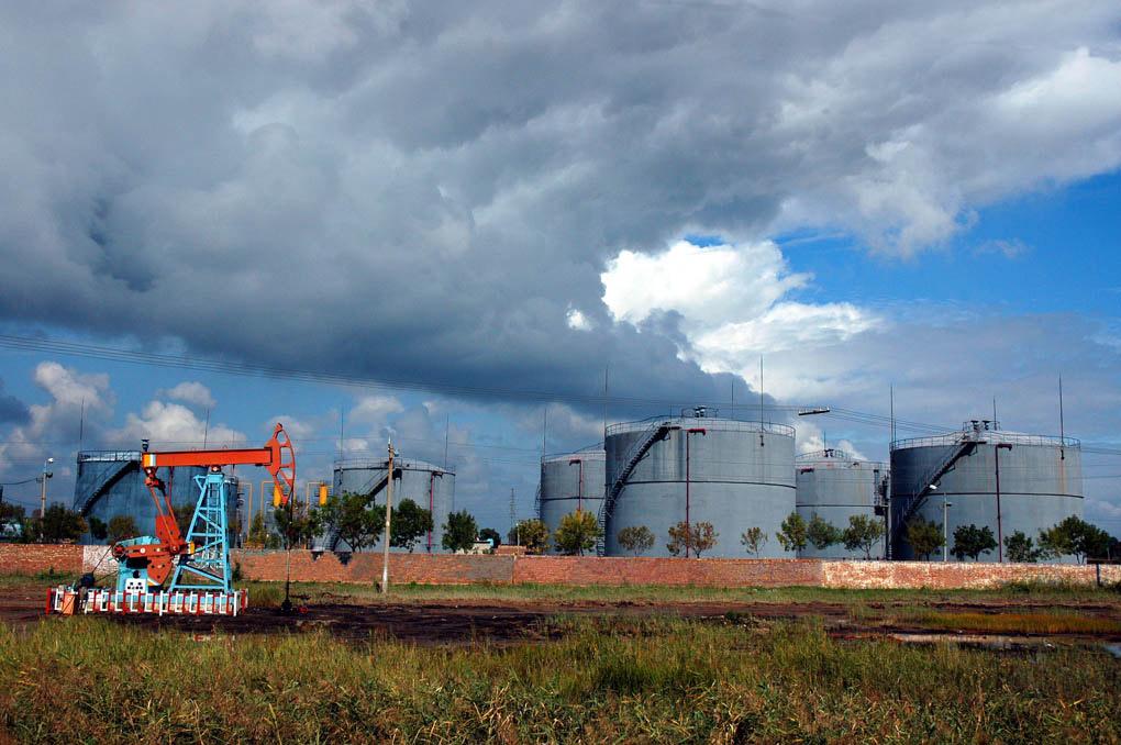 风光无限作品:油田上空的云