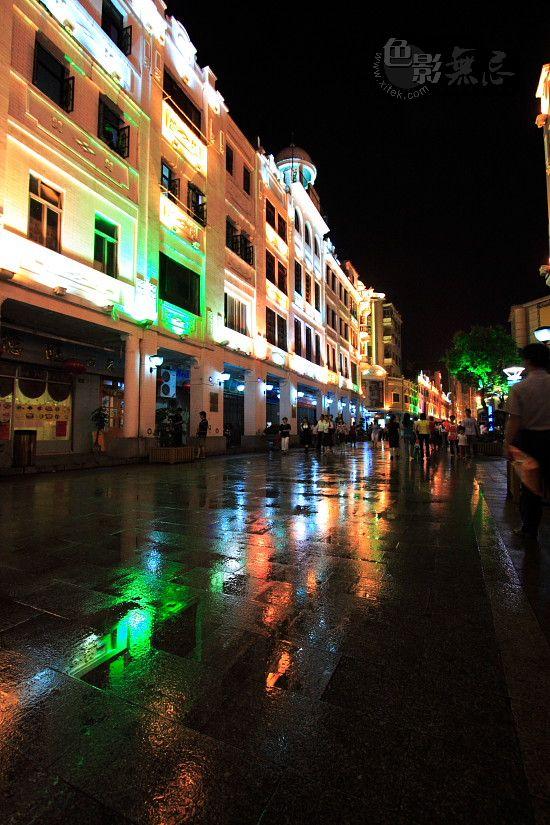 烟雨凄迷作品:梧州骑楼街雨夜