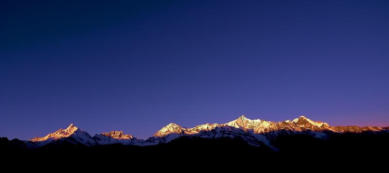 磐石无转移作品:日照梅里群峰