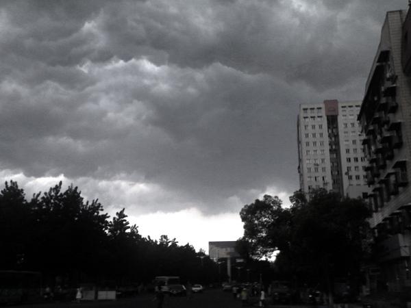 绿洲作品:黑云压城