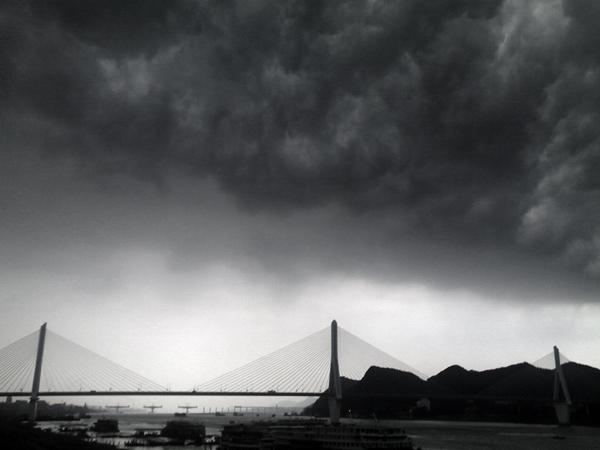 绿洲作品:黑云压城2