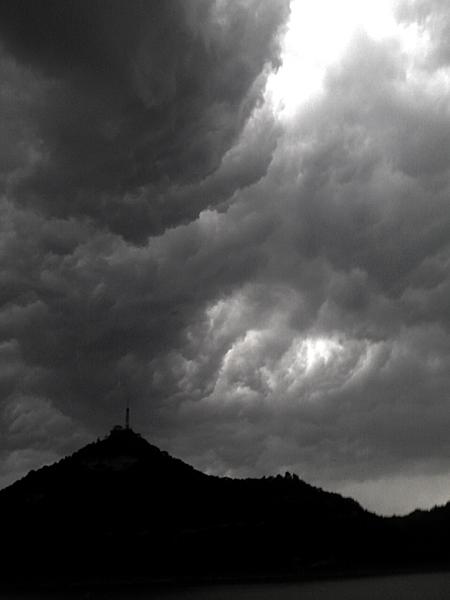 绿洲作品:黑云压城3