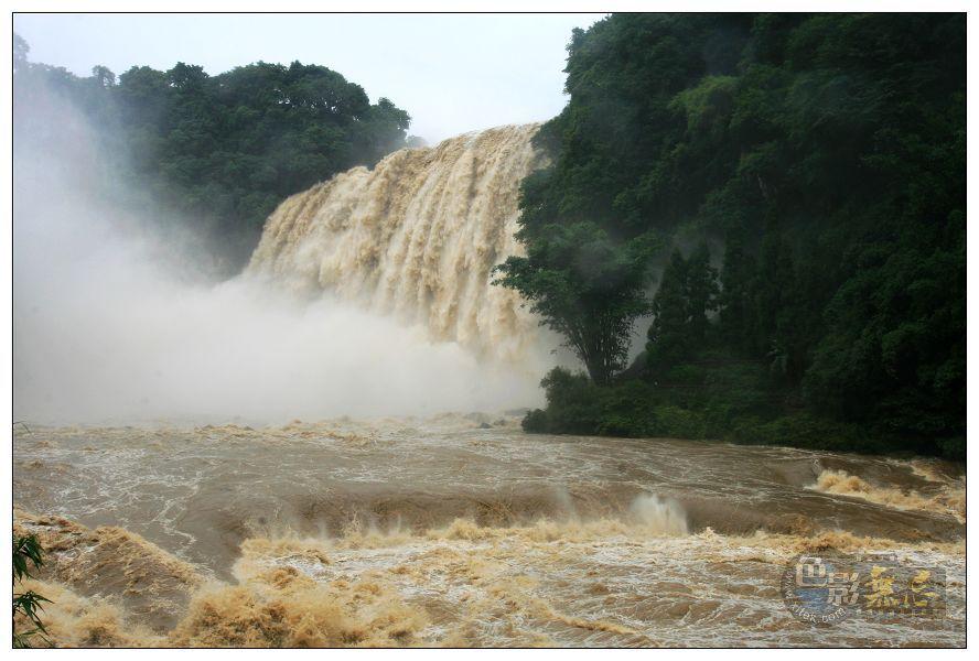润扬作品:贵州黄果树瀑布