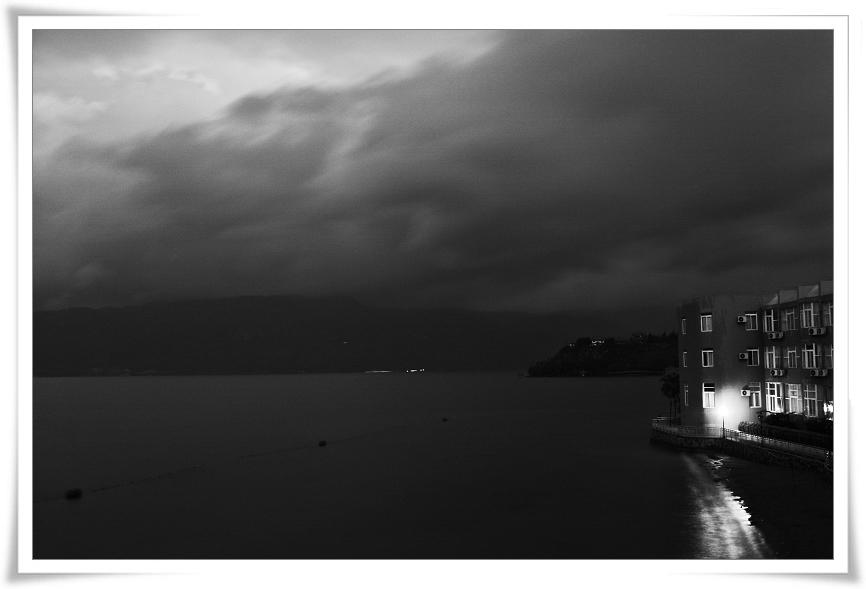 ashuzai作品:湖畔黄昏