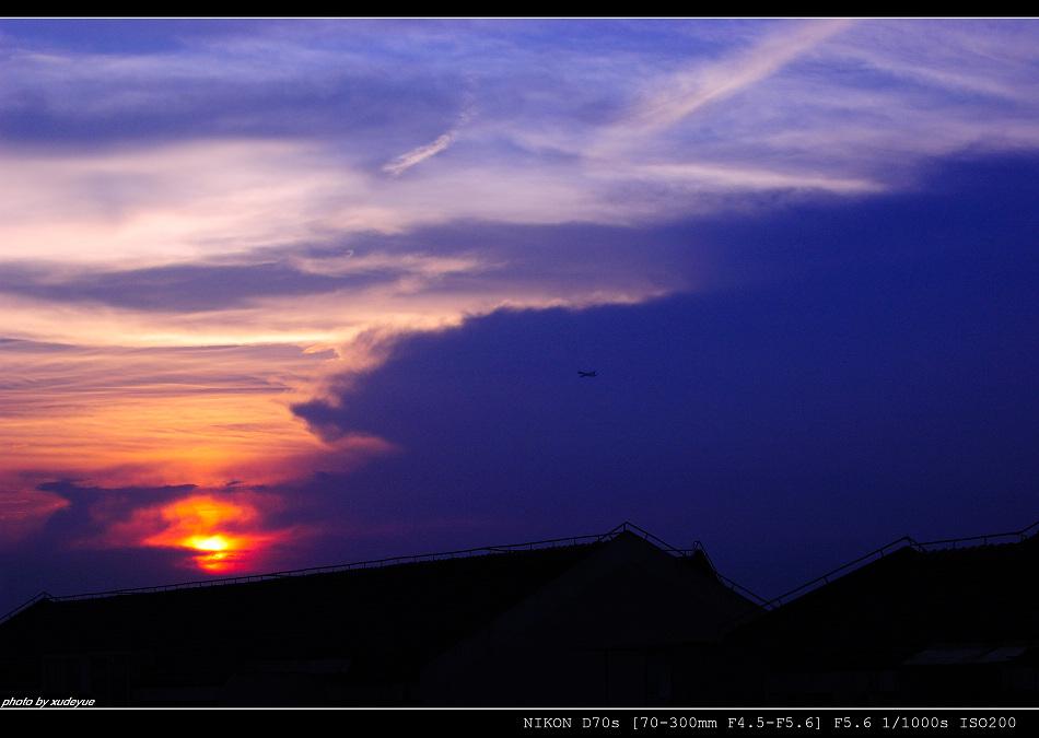 xudeyue作品:阳台暮色 光.影.飞机