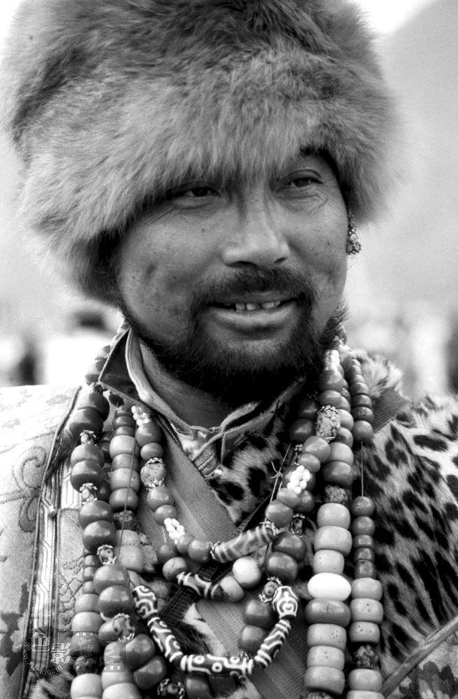 工布藏族汉子(原创黑白人像)