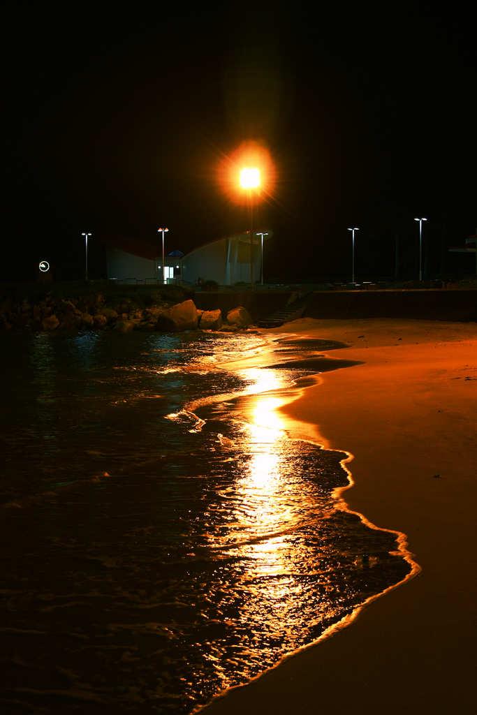 leonyeh作品:晚上的浴场