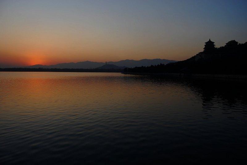顺文作品:夕阳下的颐和园