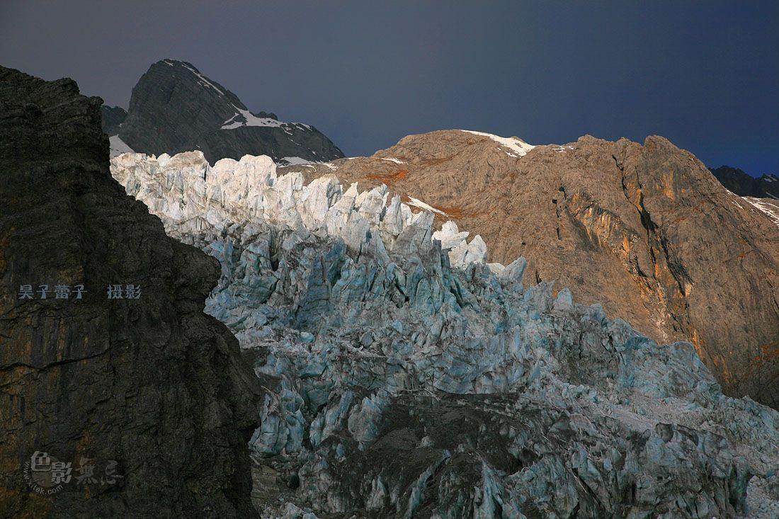 昊子蕾子作品:玉龙雪山的冰川