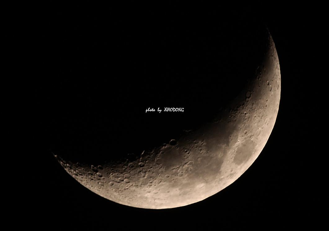 东视点作品:上弦月