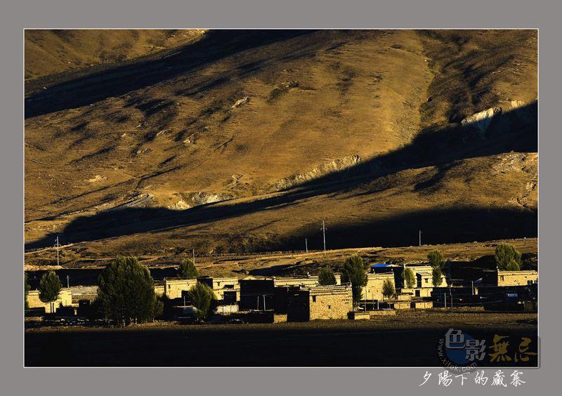 云中龙舞作品:夕阳下的藏寨