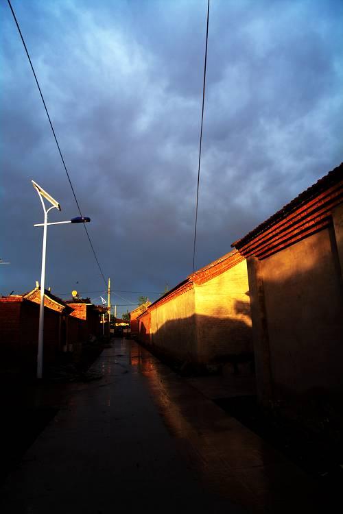 lljtb作品:雨后的街道
