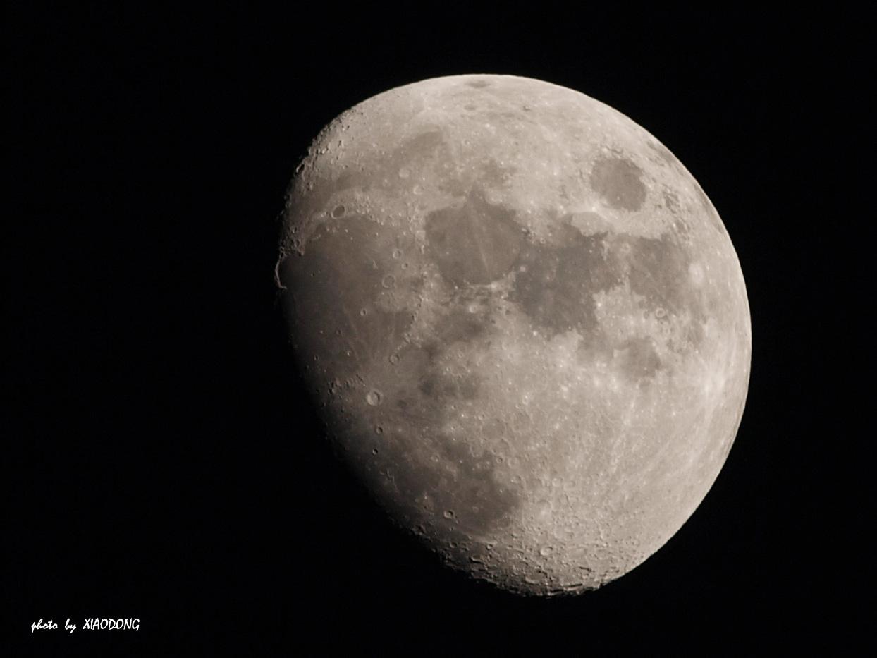 东视点作品:再拍月亮大头照