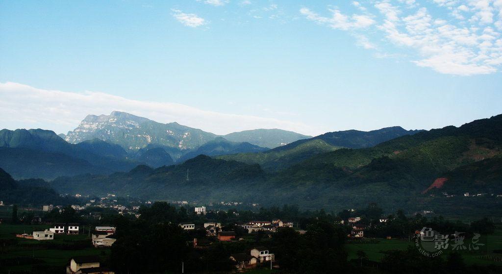 yhp4040588作品:清晨峨眉山脚下的村庄