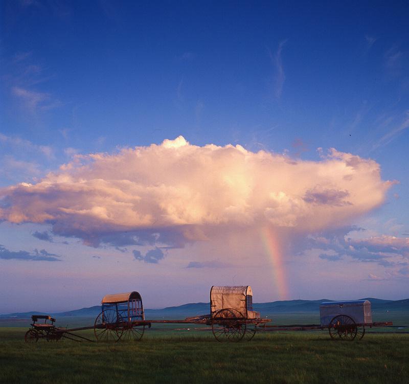 哈尔滨关秀峰作品:清晨的第一条彩虹