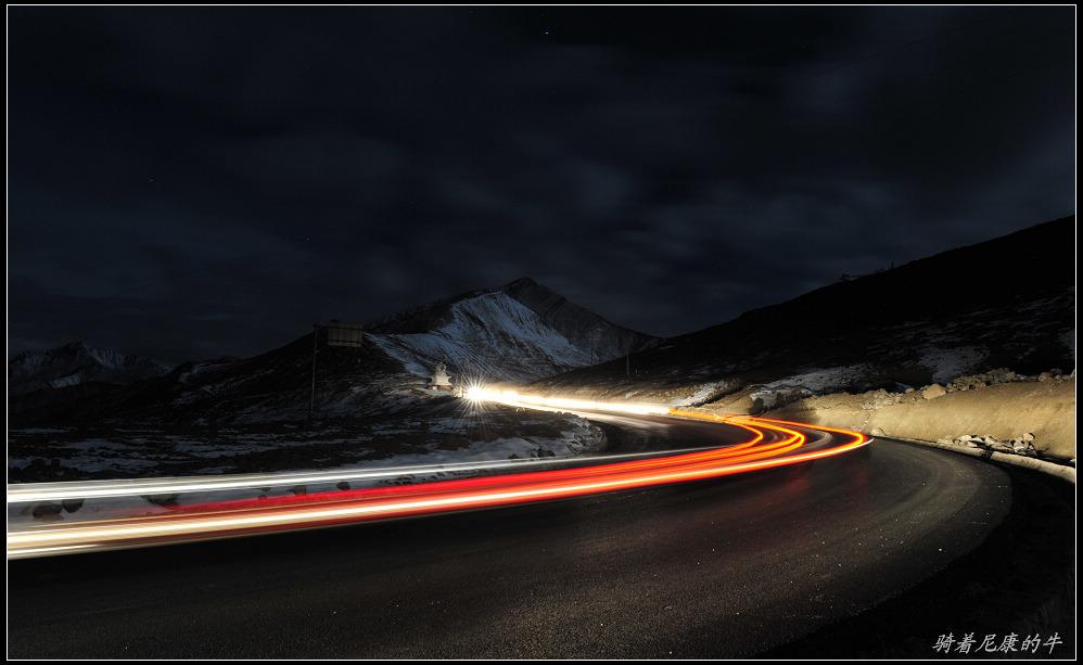 骑着尼康的牛作品:星夜翻越折多山