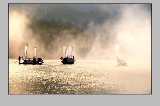 偷眼看世界作品:雾。帆
