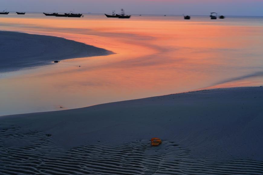 朗摄游作品:留念海滩