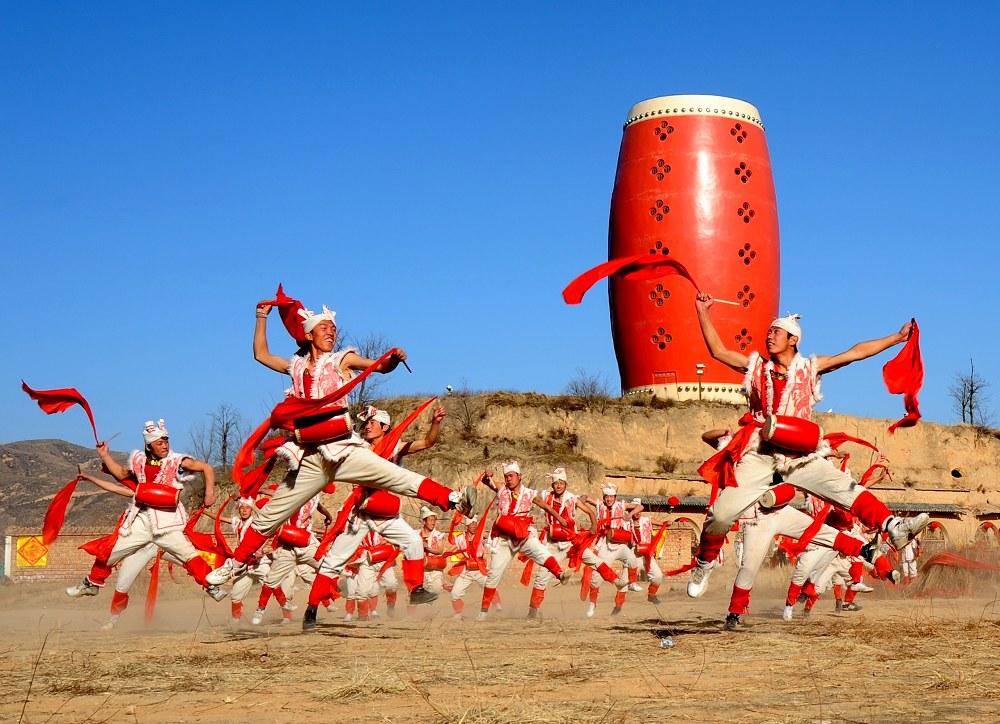 陕北秧歌-高原白石摄影作品 安塞腰鼓威震天下