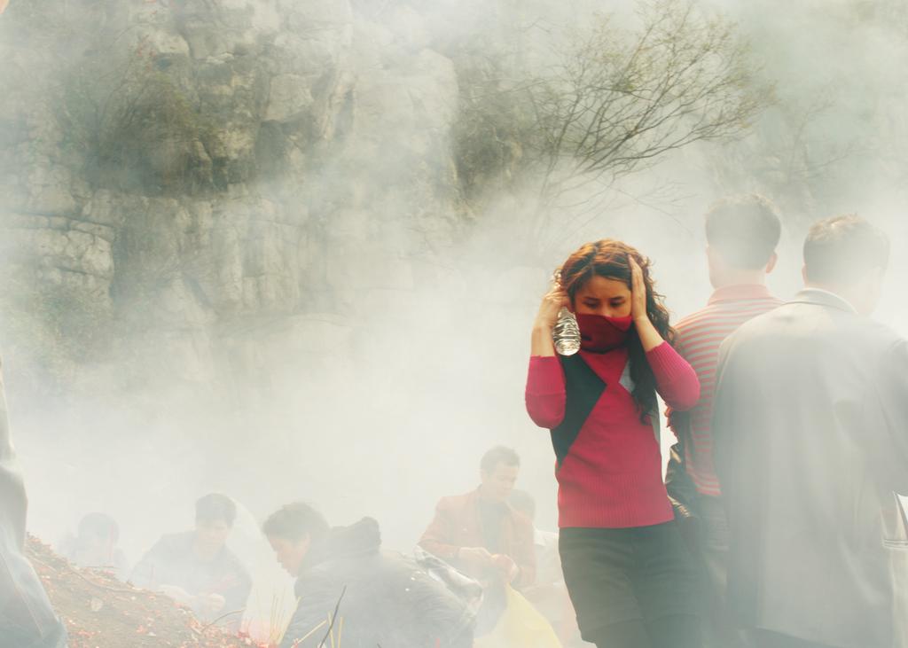 luoren作品:冲出硝烟的女孩