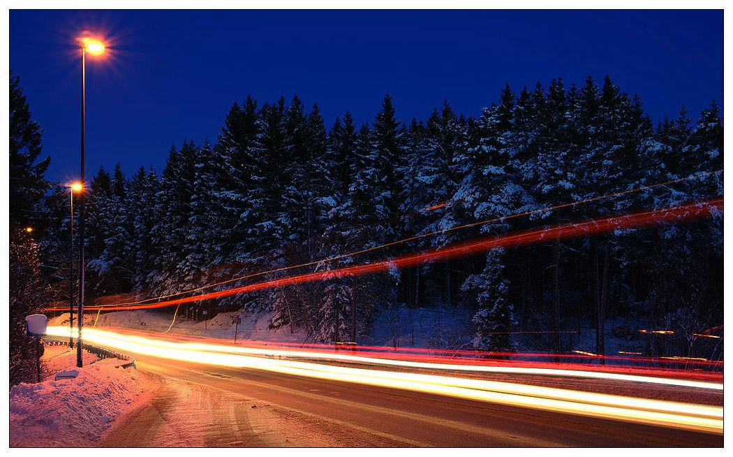 ericma作品:穿过挪威的森林的公路