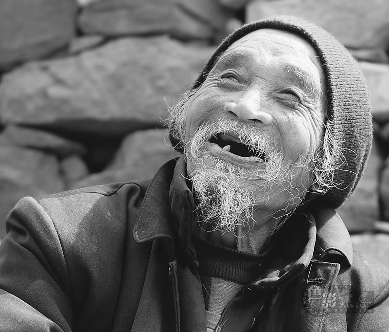 古堤作品:快乐的老汉
