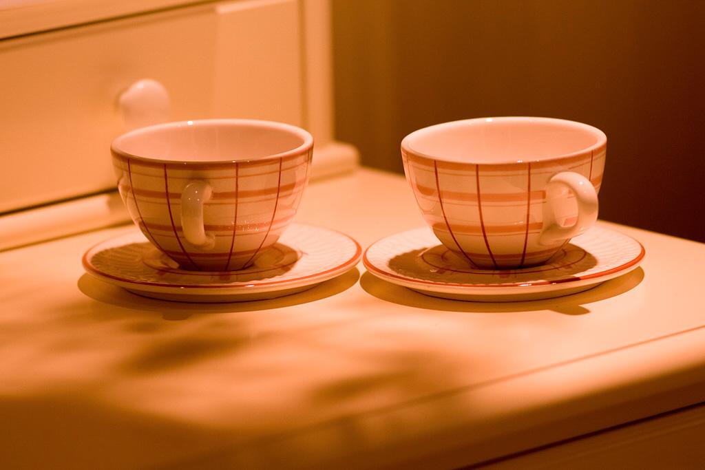 恍然大悟作品:两杯子,就是没有茶壶...