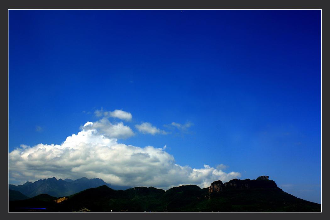Musketiere作品:云似一座山