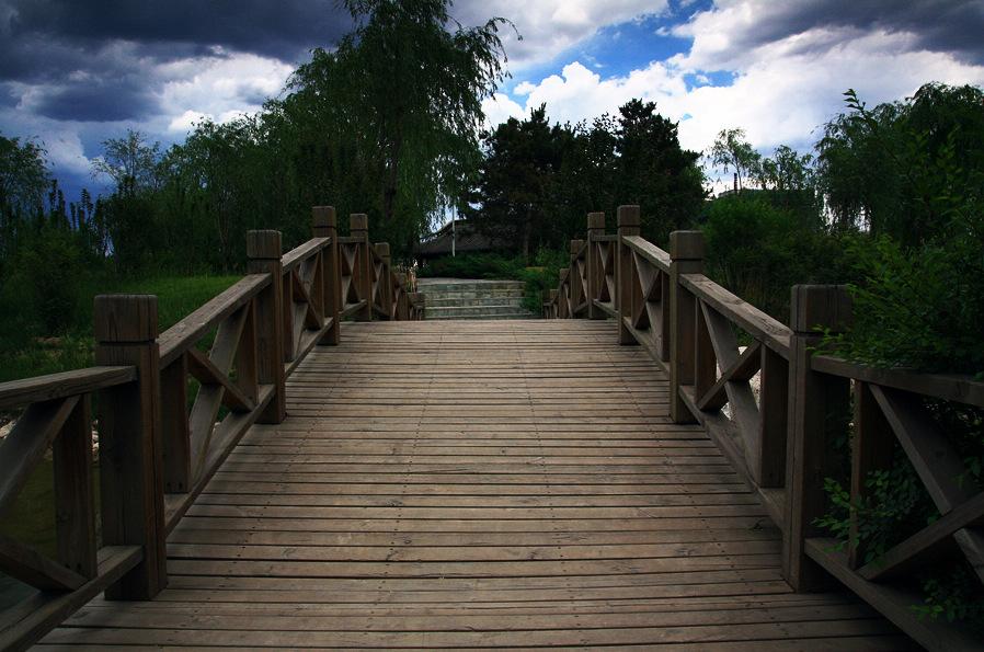 方向没错作品:木桥