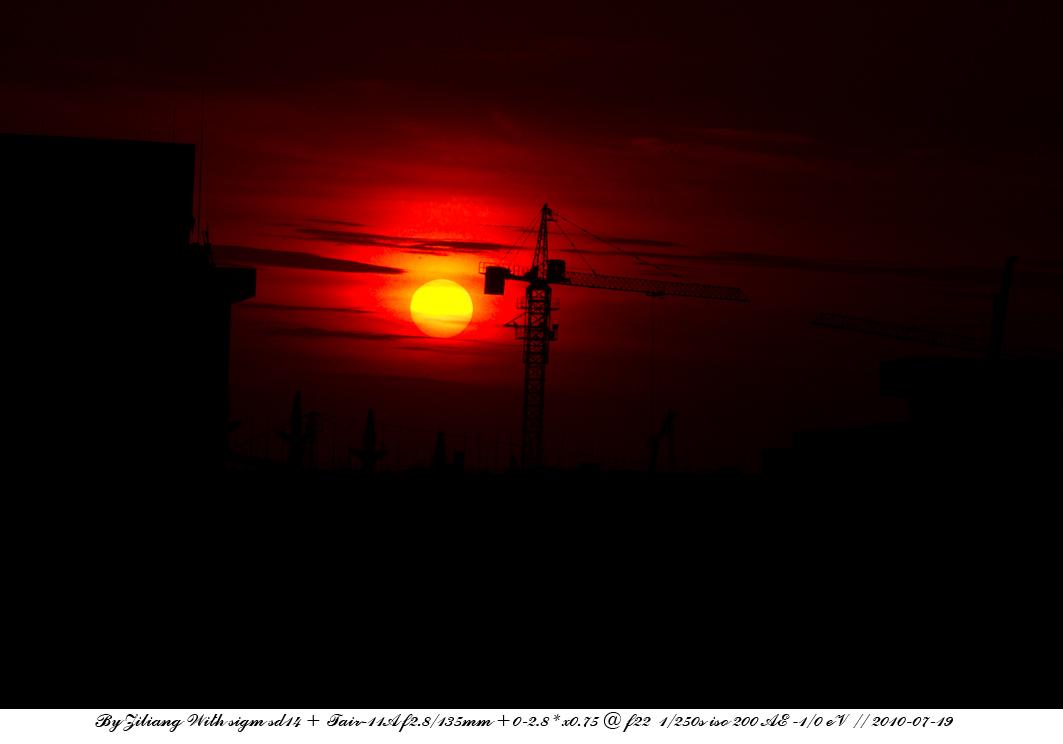 良晨玫景作品:工地的落日