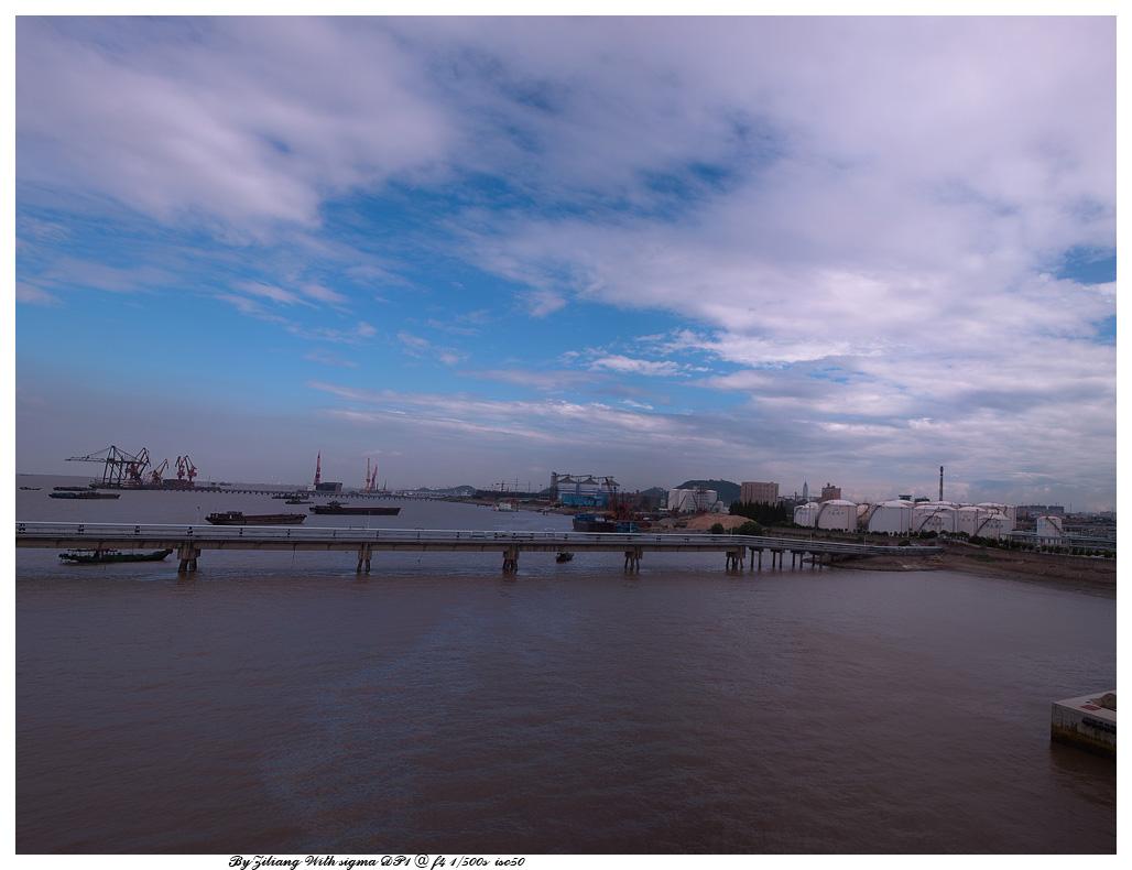 良晨玫景作品:记录蓝天白云反对工业污染