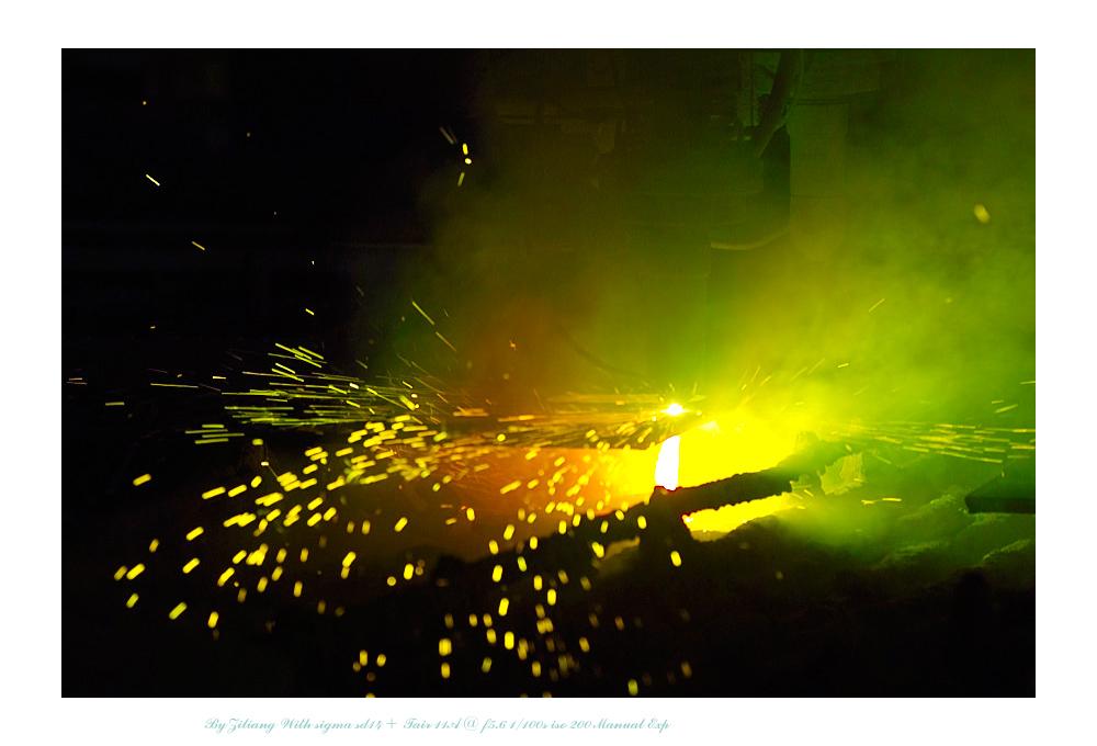 良晨玫景作品:工业火花    之等离子切割