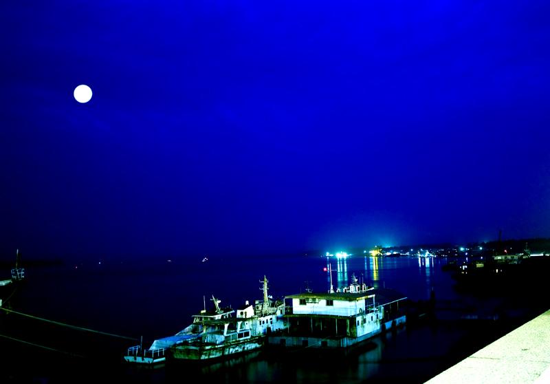 古剑齿虎作品:长江之夜
