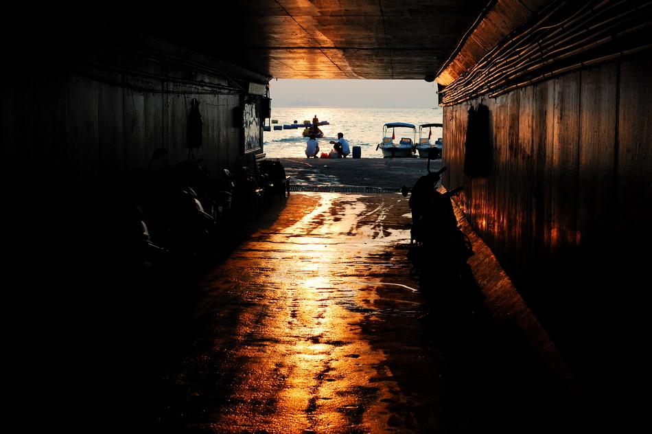 donycheng作品:通往大海的小巷