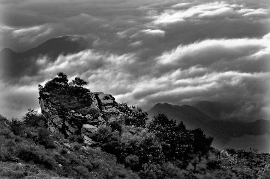 古堤作品:那山那云