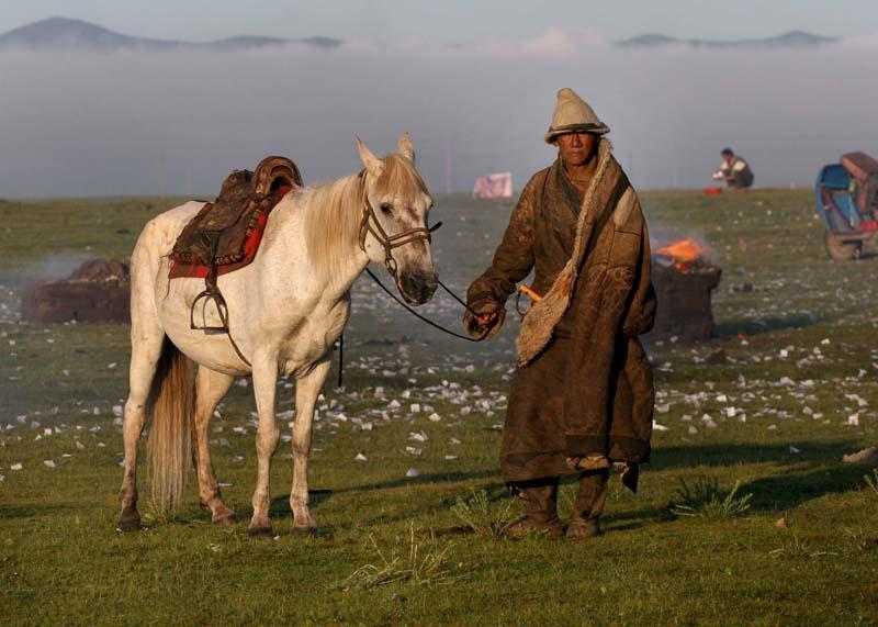 牛民作品:游牧人