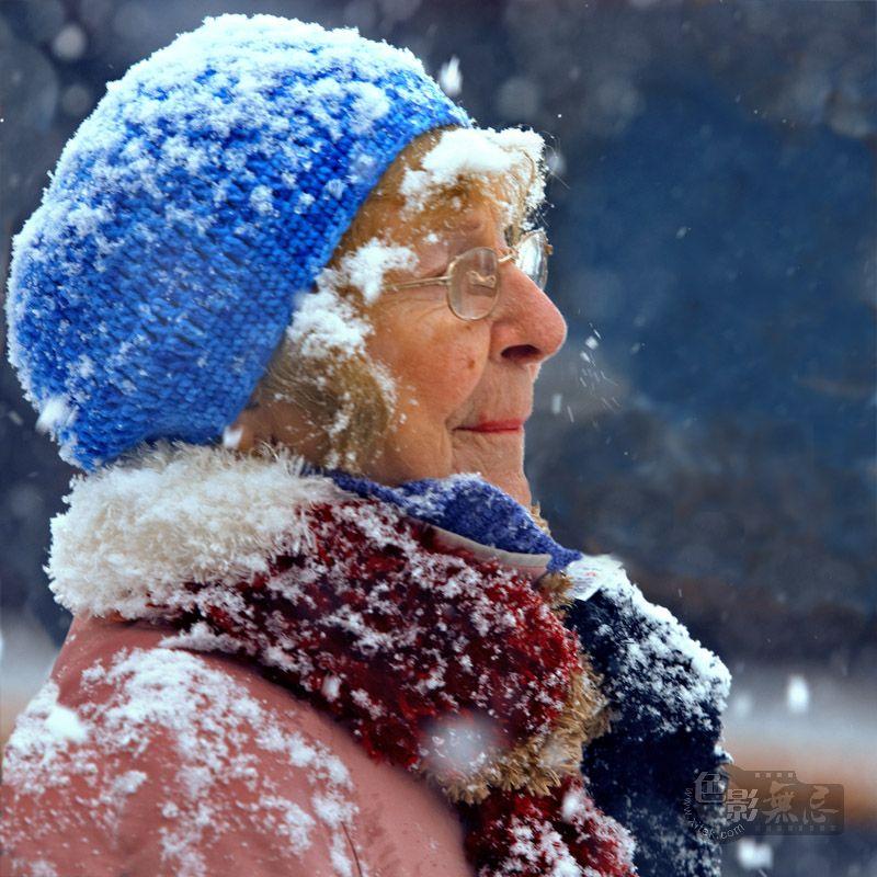 心色彩作品:雪中的老者