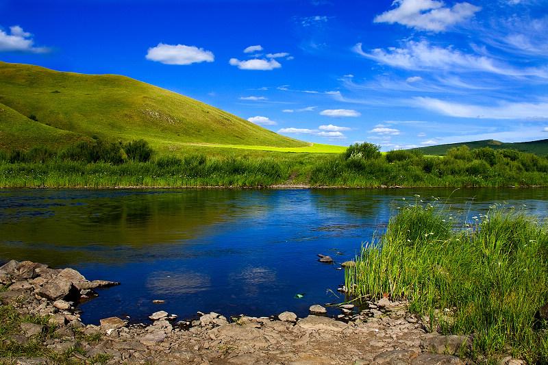 大麦黄作品:夏日的河