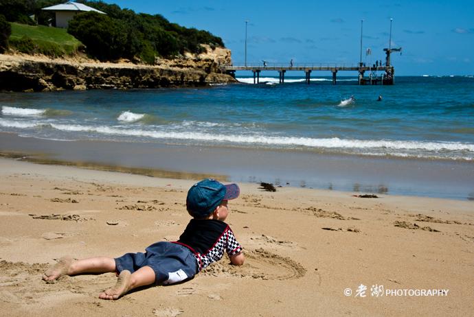 老湖作品:看大海的boy