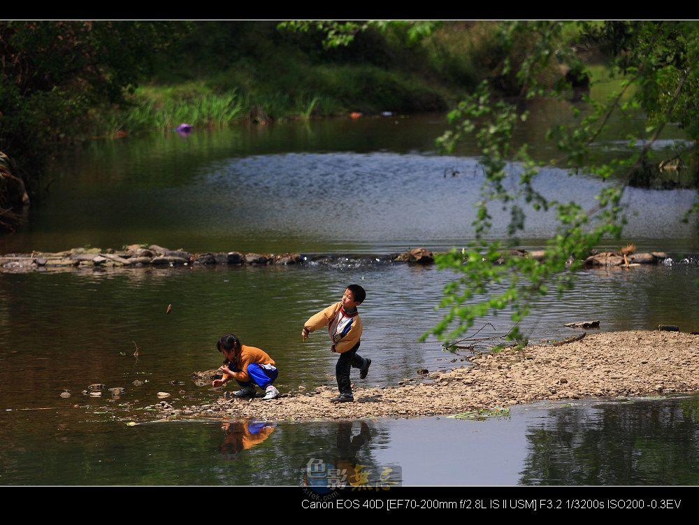临风听海作品:乡村的孩子