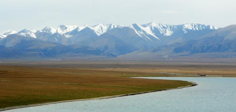 君子兰作品:新疆风光-塞里木湖