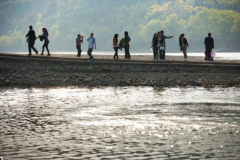 在通往摄影的途中作品:码头上的游人