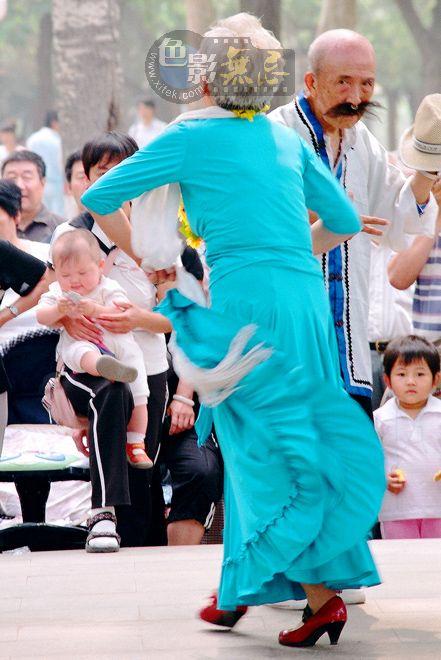 xzg301作品:舞着的老者(3)