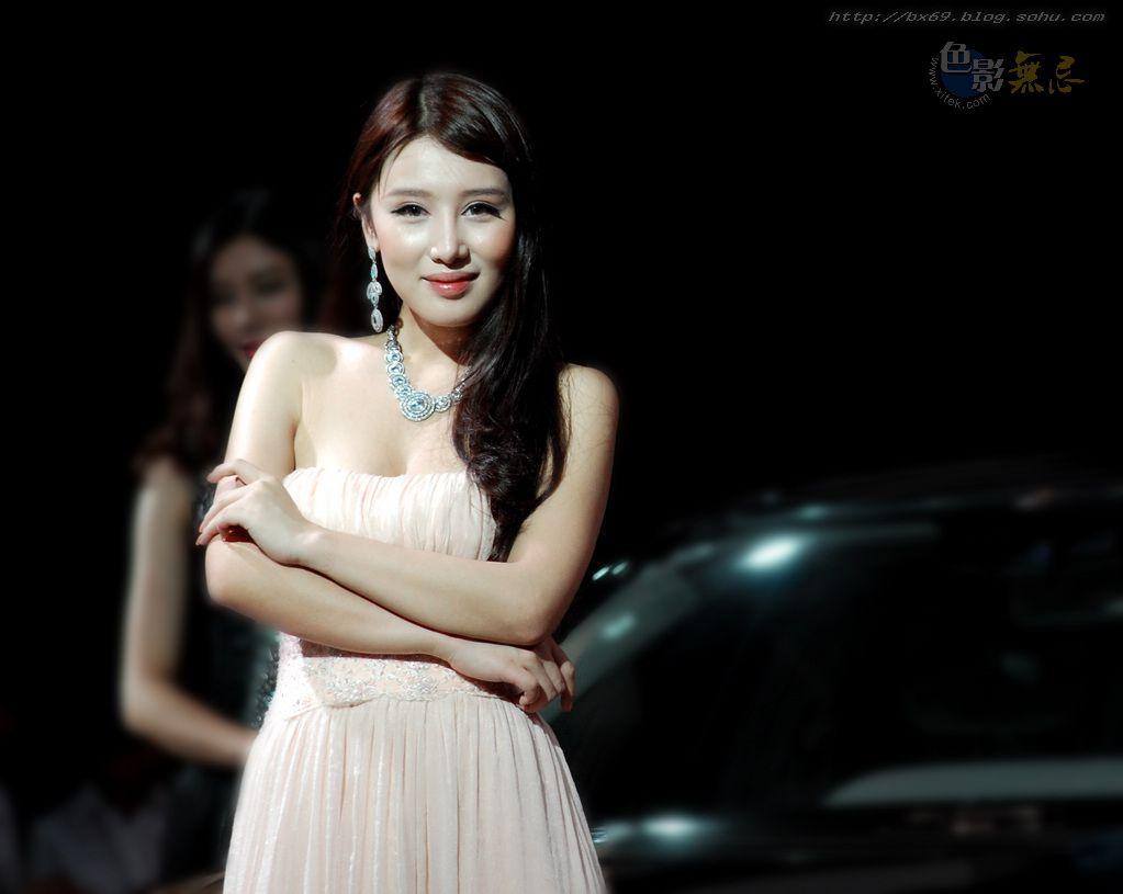 白雪摄影作品:2011重庆车展魅影