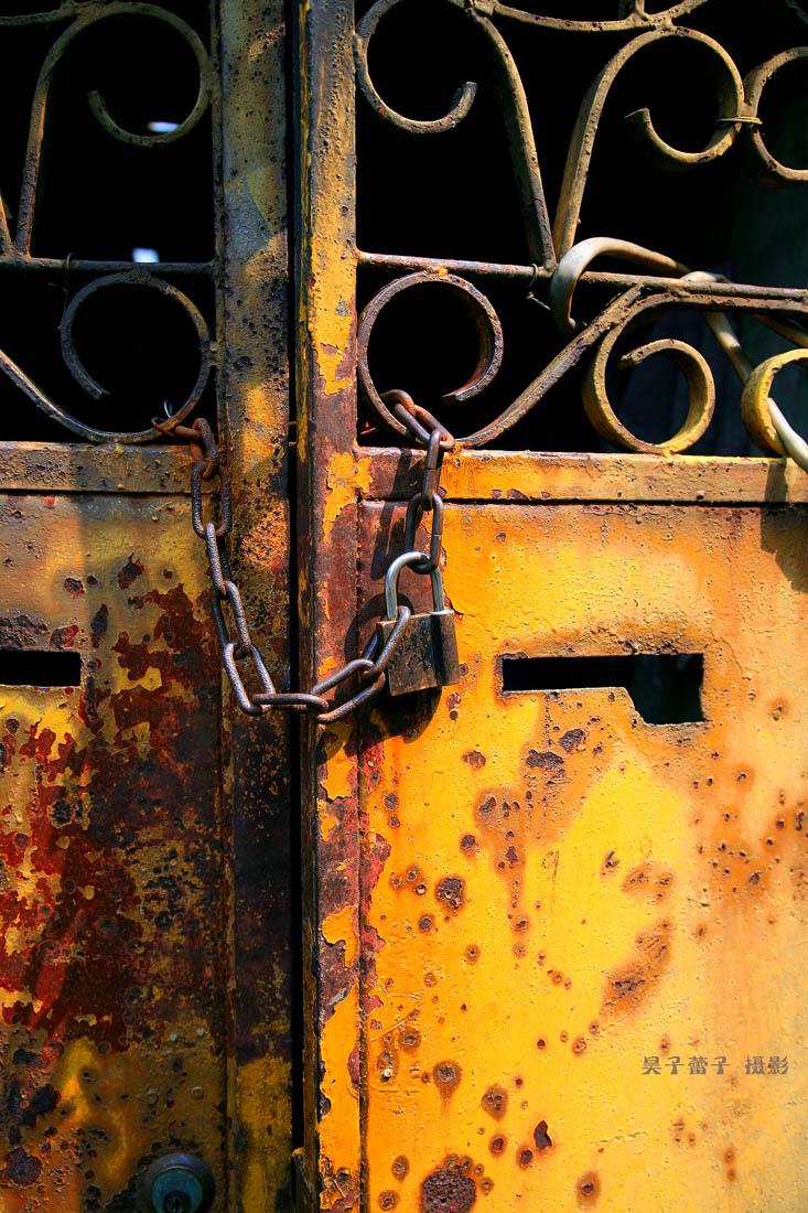 昊子蕾子作品:枷锁